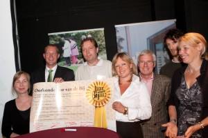 Foto van de ondertekening van het Rotterdamse bijen-akkoord